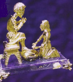 GFB250 Jesus Washing Peter's Feet Figurine-0